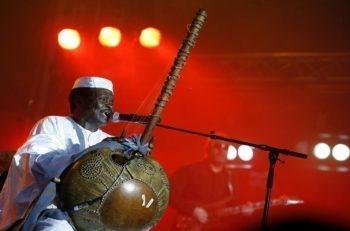Mory Kanté, le « griot électrique », est mort à l'âge de 70 ans.